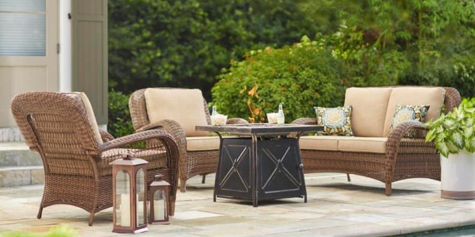 Outdoor Patio Furniture Giving Aesthetical Pleasure